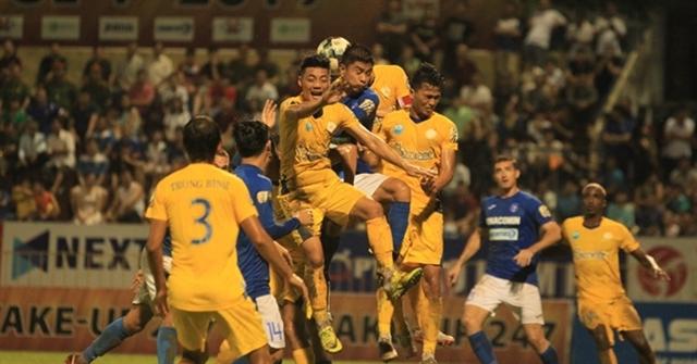 Nam Định deal shock blow to defending champions Hà Nội