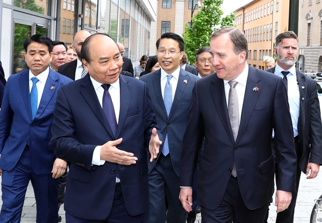 Gimme gimme gimme stronger ties: PM Phúc meets Swedish counterpart