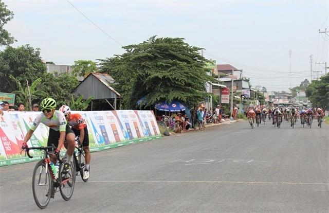 Phương wins stage Endenrbat claims yellow jersey