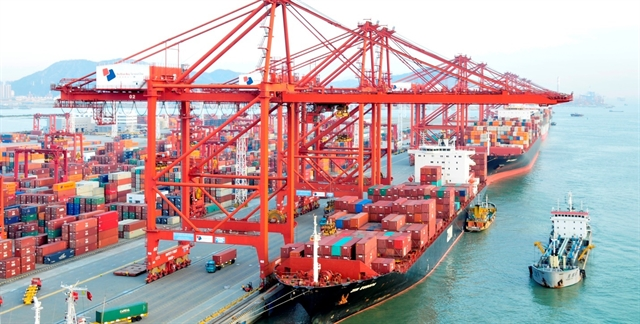 Việt Nams trade surplus narrows in first four months of 2019