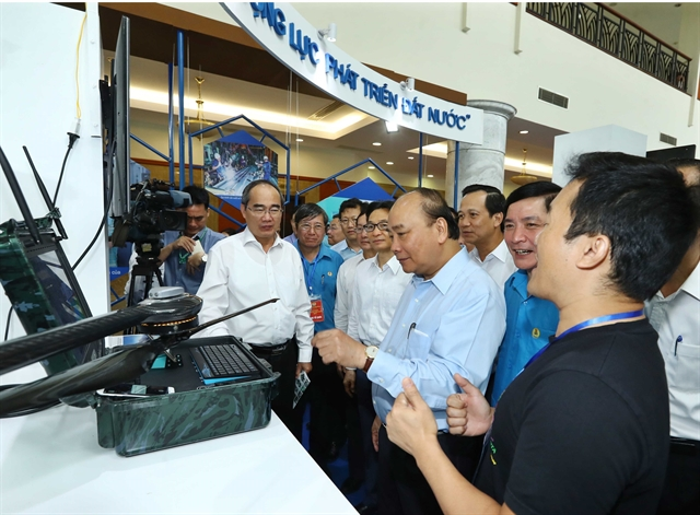PM Nguyễn Xuân Phúc speaks of highly-skilled workers
