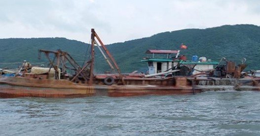 Quảng Ninh halts sand mining project in border area