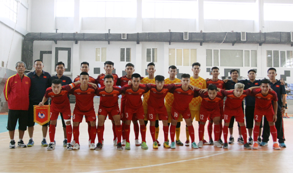 Việt Nam U20 beat Mes Sungun of Iran in futsal friendly match