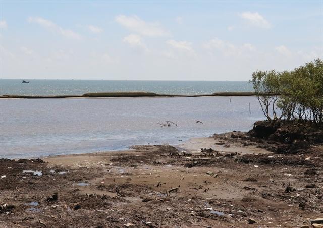 Tiền Giang to repair geotube dyke