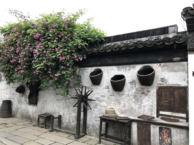 Zhenze weaves its own history