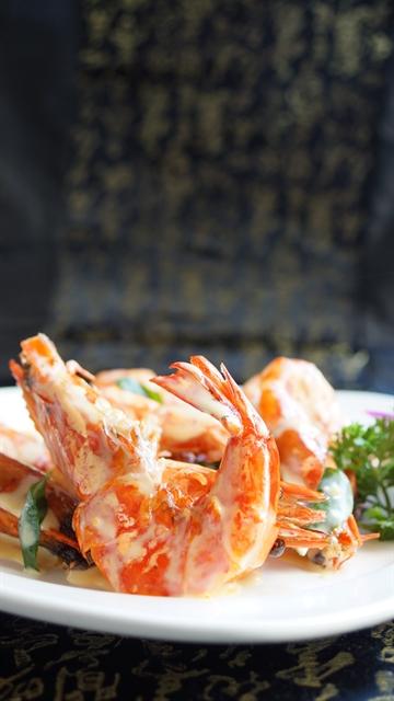 Stir-fried prawns with butter and milk