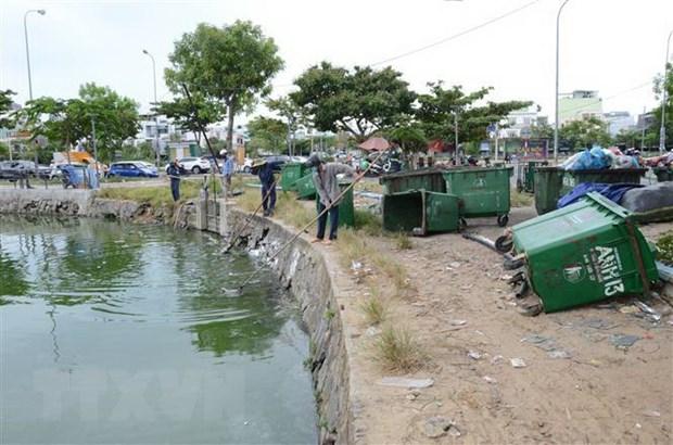 Fish die en mass in Thạc Gián Lake
