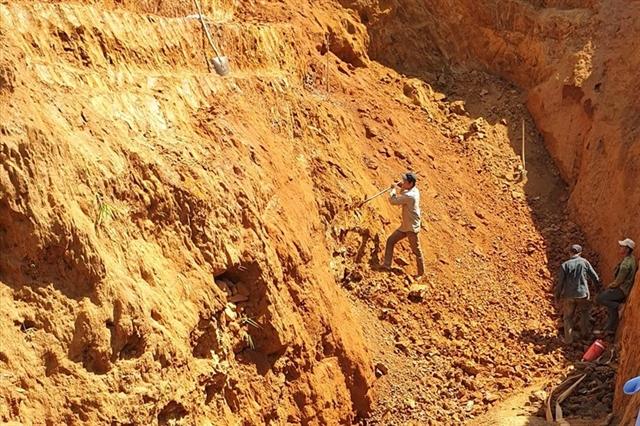Illegal gold mining pollutes Đắkrông River