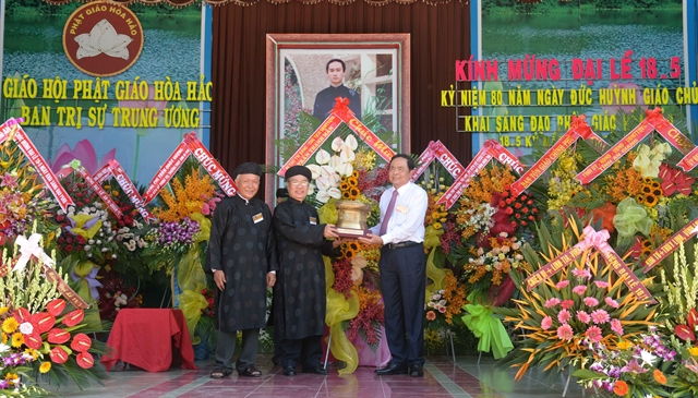 Country treasures Hòa Hảo Buddhists contributions: front leader