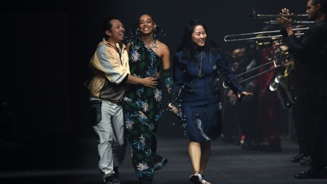 Singers Solange and Lisa star in Paris fashion weeks finale