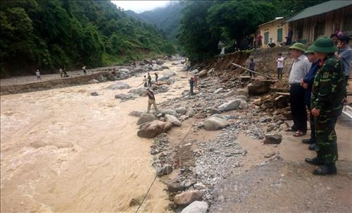 Flood-hit provinces search for missing persons start clean-up work