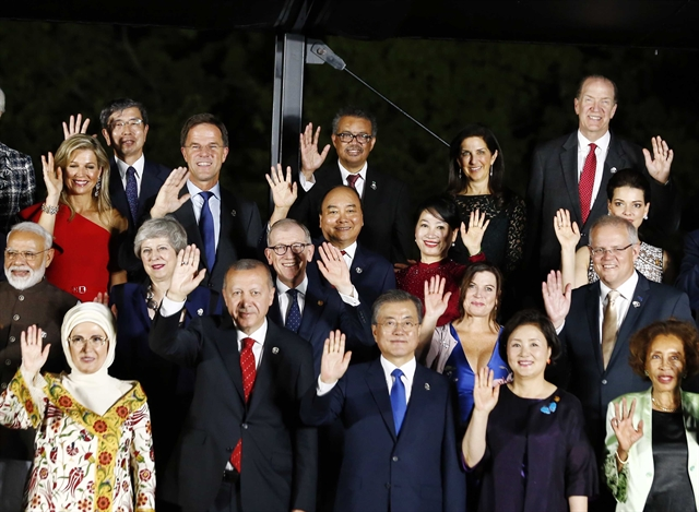 Prime Minister Phúc in the thick of things at G20 Summit