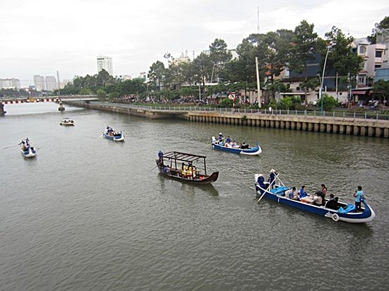 Boat tours in HCM City lack passengers