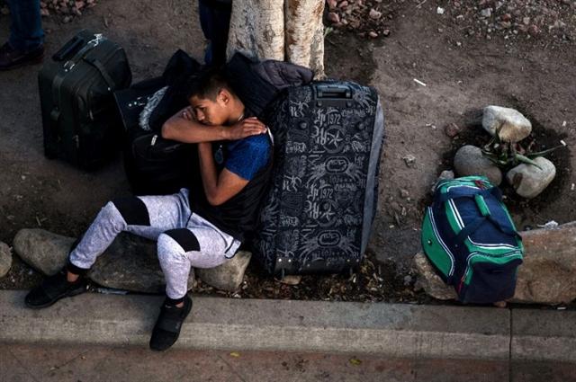 Mexico blocks new caravan of Central American migrants