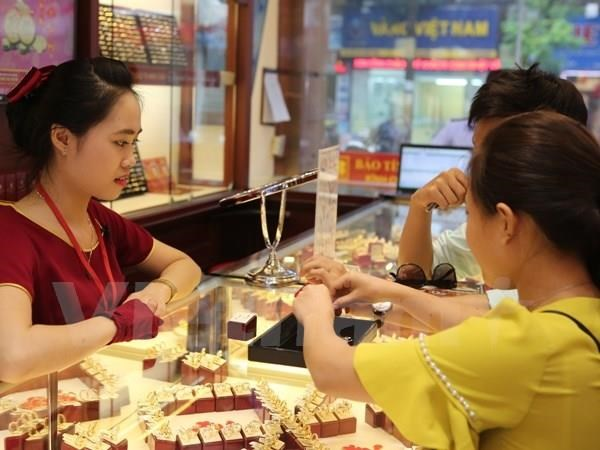 Gold prices soar to 6-year high on geopolitical factors weak dollar