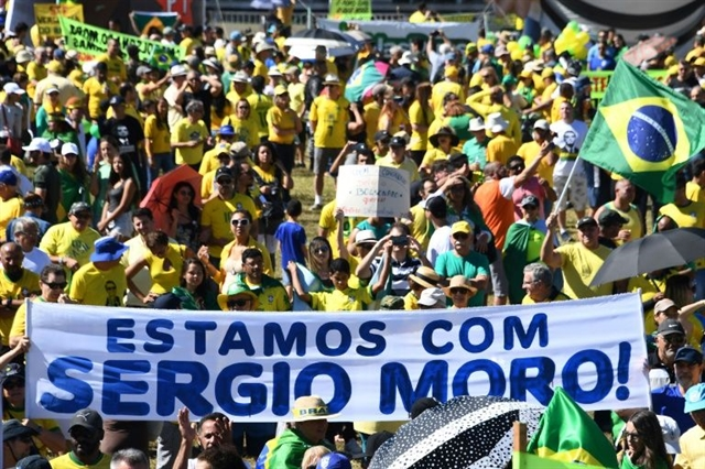 Thousands protest in Brazil in support of justice minister
