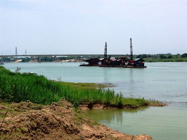 Hà Nộis effort to eliminate illegal sand depots