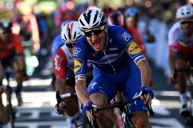 Viviani fastest as France rolls out yellow carpet for Alaphilippe