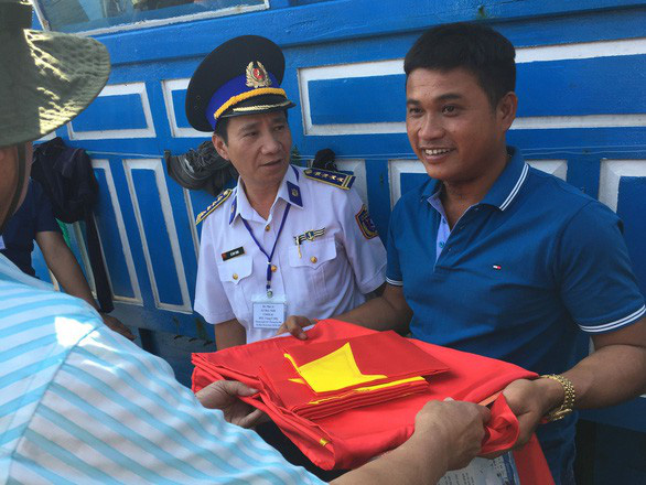 Fishing boat saves 32 Chinese fishermen