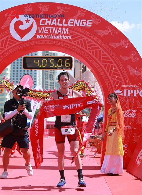 Australian triathlete triumphs at IPPGroup Challenge Việt Nam