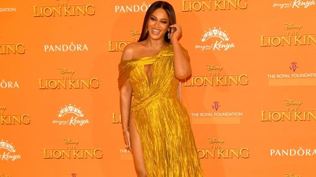 Beyoncé in Công Trís dress at Lion King premiere