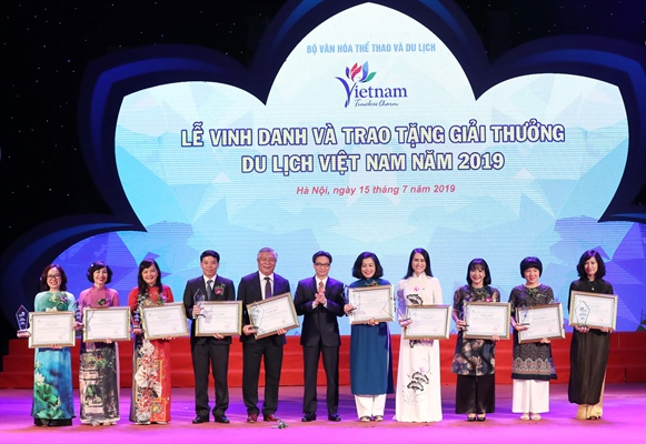 Winners of Việt Nam Tourism Awards 2019 honoured