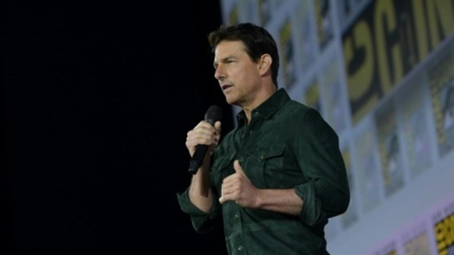 Tom Cruise shocks Comic-Con with new Top Gun footage