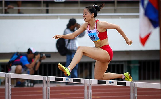 Returning Huyền wins two golds at HCM City Open athletics