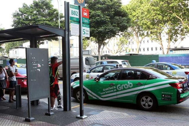 PM asks transport ministry to reconsider ride-hailing sign rule