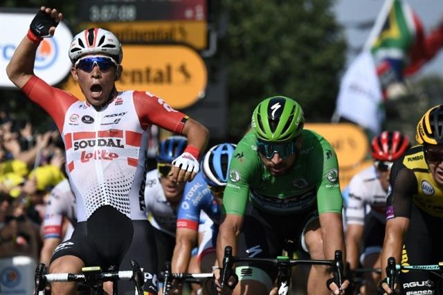 Alaphilippe retains Tour lead Thomas survives third tumble