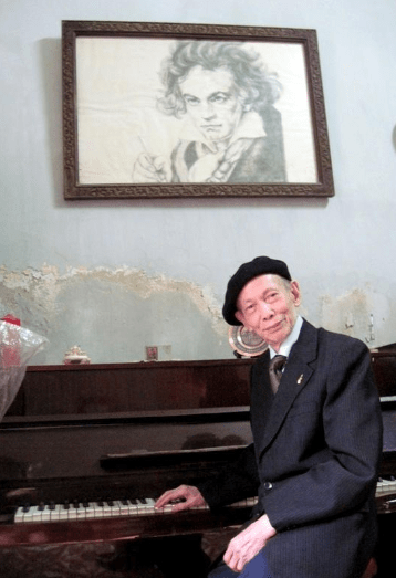 FVH hosts talk at home with Beethoven of Việt Nam