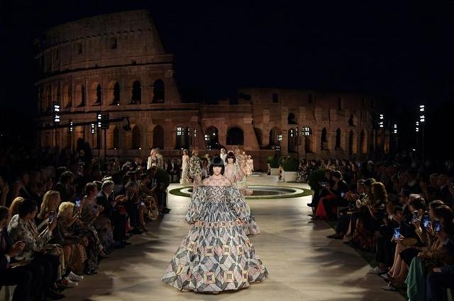 Fendi celebrates Lagerfeld at Romes Temple of Venus