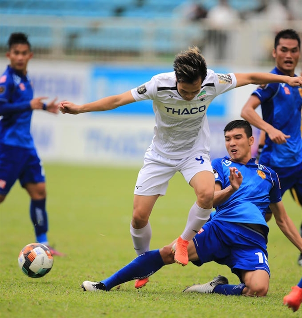 Quảng Nam moves further away from bottom with 2-1 win