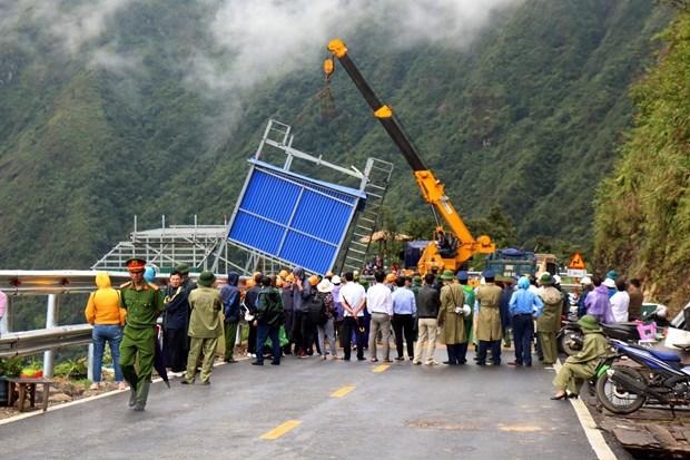 Illegal shelters at Hoàng Liên Sơn Pass removed