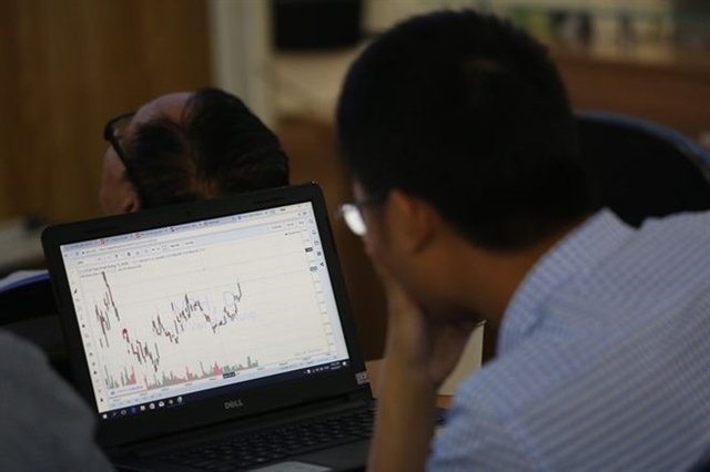 VN stocks up trade war still worries investors