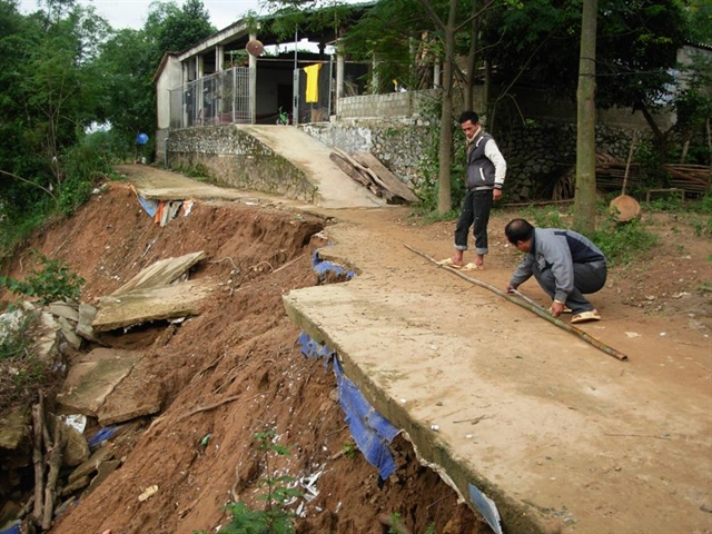 People along Gianh River live in fear of landslides