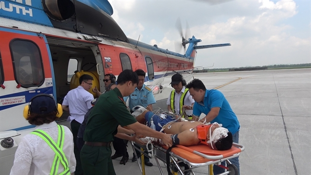 Injured soldier flown from Trường Sa Island to mainland