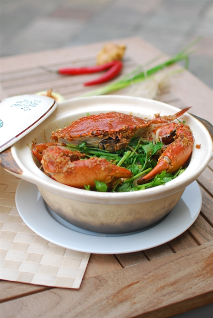Crab with XO sauce and glass noodles in a clay pot ​​​​​​​