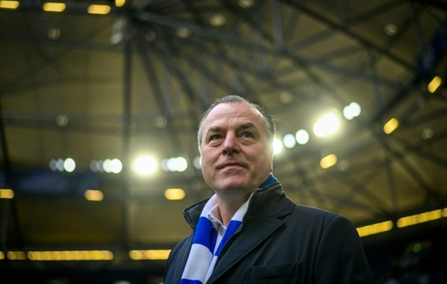 Pressure on Schalke boss to resign for racist slur