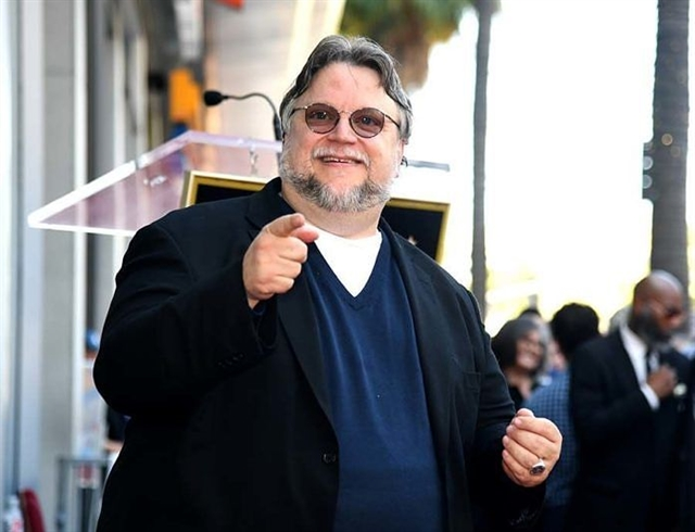 Del Toro gets Hollywood star urges immigrants to reject fear