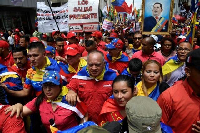 Venezuelas Maduro halts talks with opposition after US sanctions