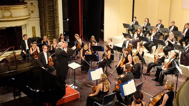 UKs oldest orchestra performs at Hà Nội Opera House