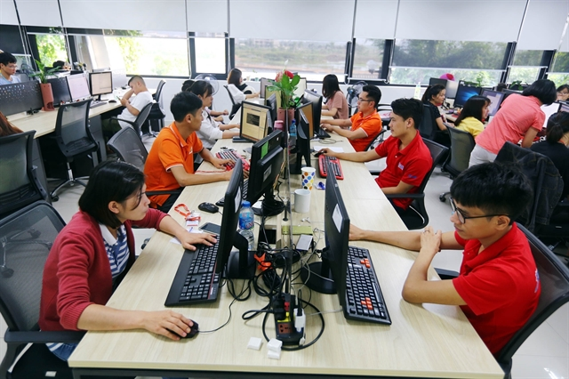 VN-Index stops declining tech shares jump on earnings report