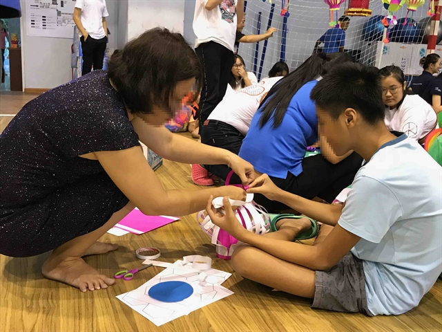 Children with autism enjoy Mid-Autumn Festival