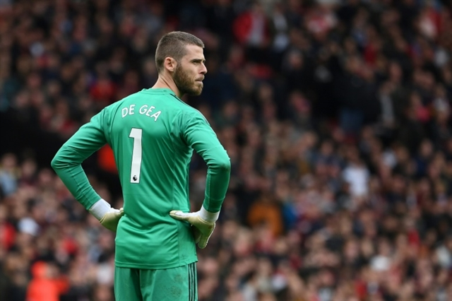 David de Gea signs new deal at Man Utd