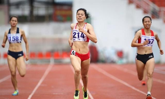 Huyền wins gold at national athletics champs