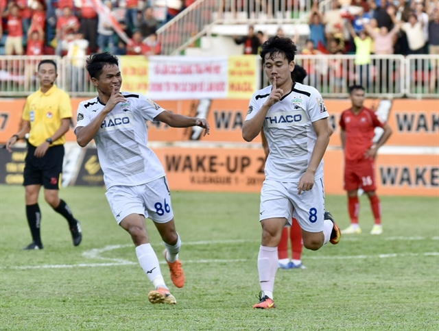 Vươngs hat-trick gives Hoàng Anh Gia Lai breathing room