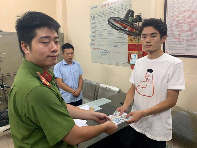 GrabCar driver who rippedforeign visitors offfined VNĐ1.5 million