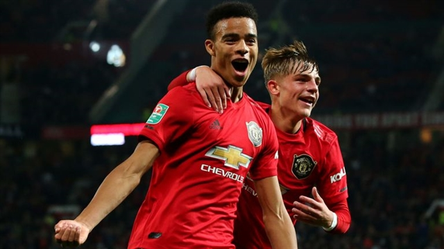 Man Utd survive League Cup shoot-out West Ham crash out