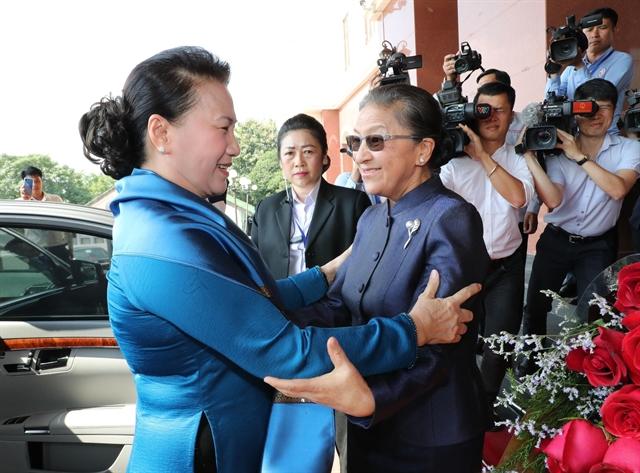 Vietnamese Lao top legislators hold talks